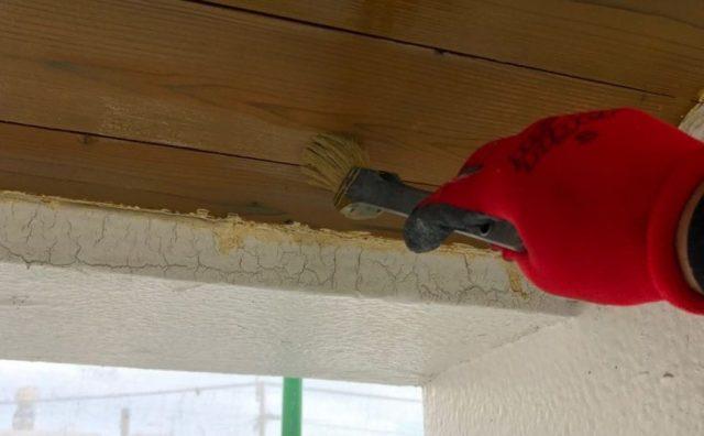 【宮崎県宮崎市】大橋にある55坪の住宅でスレート屋根をワインレッドカラーのセミフロンルーフで塗装していきます軒天