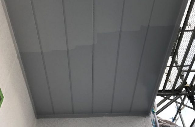 【宮崎県宮崎市】大坪東にある45坪の住宅で120平方メートルのコロニアル屋根と雨戸・雨樋・軒天を塗装します!軒天上塗り_1_確定