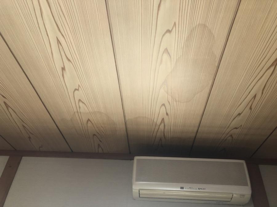 和室の天井のシミ