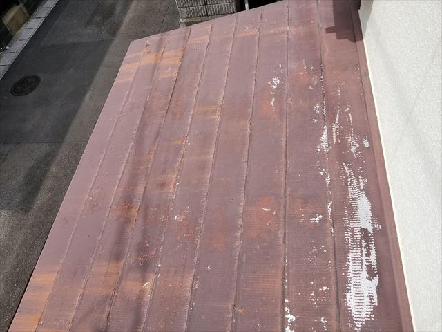 宮崎市花ケ島町で玄関板金屋根のご相談にお伺いしました。サビの状況を確認しました。