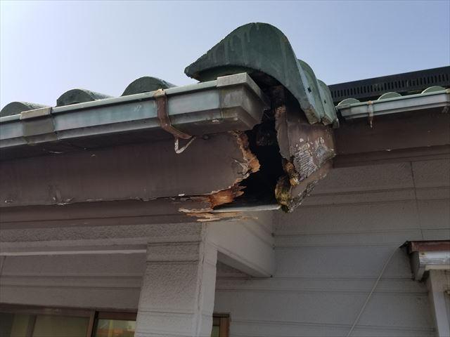 宮崎市大坪西にて破風板の破損を確認。雨漏りが起こりやすく住宅本体へも影響が出ますので早めの処置を。
