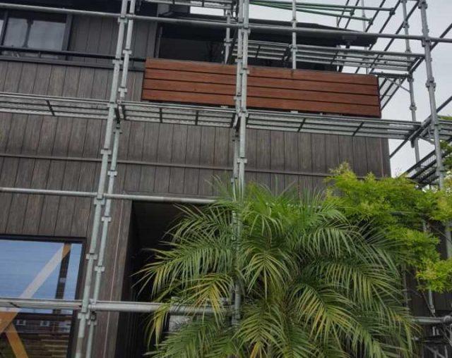 【宮崎県宮崎市】清武町にある35坪の住宅で屋根をセミフロンルーフ(スレートブラック)で塗装していきます!足場設置_1_確定