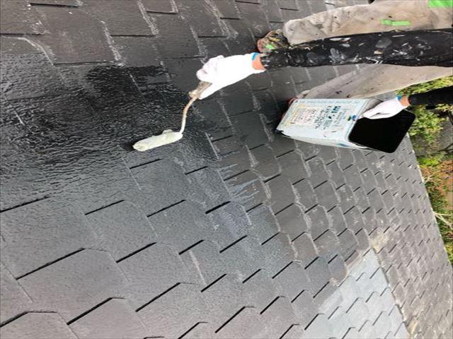 特殊エポキシ樹脂で薄型スレート瓦下塗り工事を完了_02