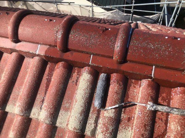 【宮崎県宮崎市】大字恒久にあるセメント瓦の住宅で屋根と付帯部を塗装していきます屋根下塗り