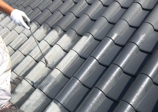 【宮崎地域】瓦屋根の住宅で屋根や付帯部の塗装を行います屋根下塗り