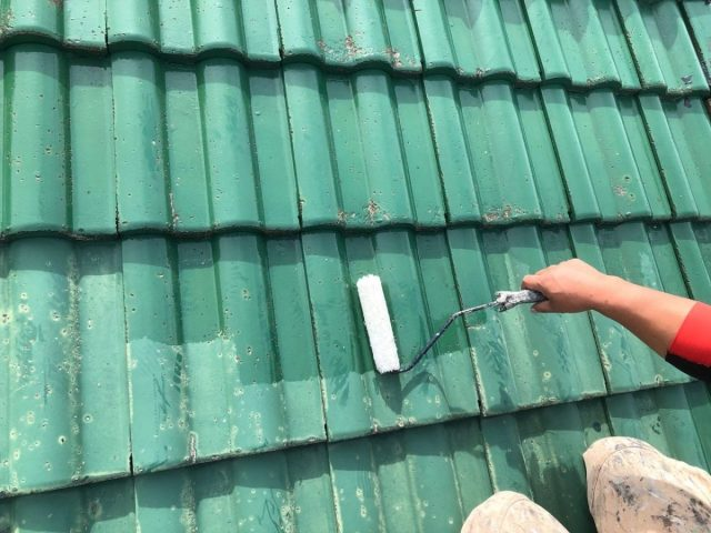 【宮崎県宮崎市】小松台西にある39坪の住宅でセメント瓦の屋根と雨樋・軒天・雨戸を塗装します!