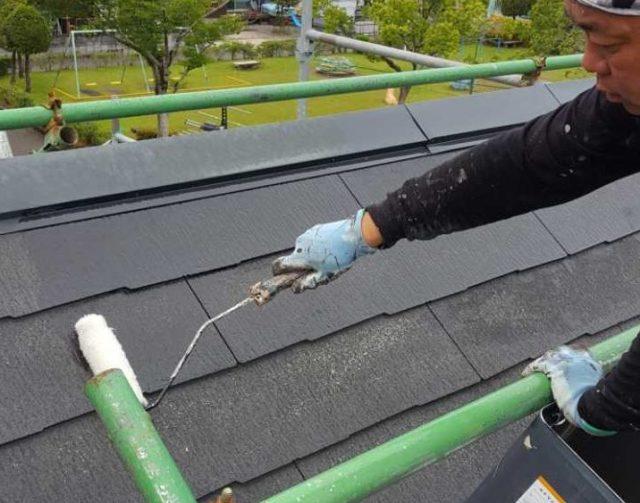 【宮崎県宮崎市】清武町にある35坪の住宅で屋根をセミフロンルーフ(スレートブラック)で塗装していきます!屋根下塗り_1_確定