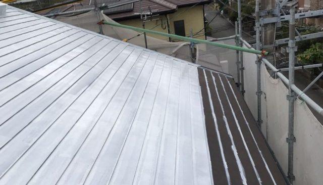 【宮崎県宮崎市】清武町にあるガルバリウム鋼板屋根の住宅で黒色に屋根を塗装しました!屋根下塗り_1_確定