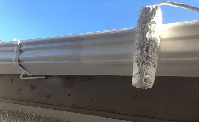 【宮崎県宮崎市】大字恒久にあるセメント瓦の住宅で屋根と付帯部を塗装していきます雨樋