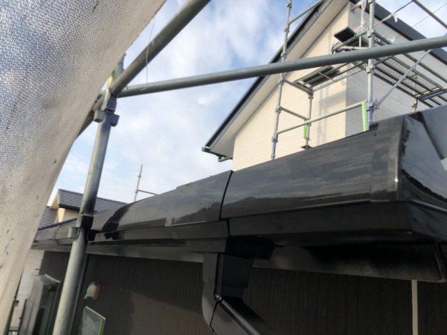【宮崎県都城市】都北町にある29坪の住宅で98平方メートルのコロニアル屋根と雨戸・雨樋・軒天を塗装します!雨樋上塗り_1_確定