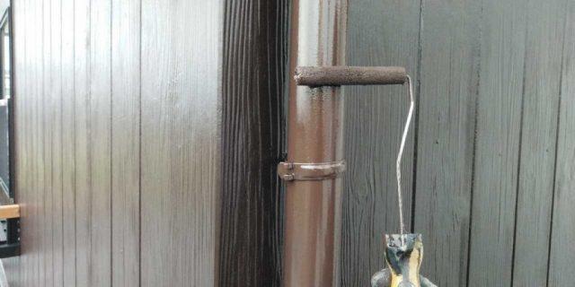 【宮崎県宮崎市】清武町にある35坪の住宅で屋根をセミフロンルーフ(スレートブラック)で塗装していきます!雨樋上塗り_1_確定