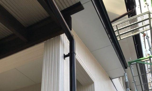 【宮崎県宮崎市】清武町にあるガルバリウム鋼板屋根の住宅で黒色に屋根を塗装しました!雨樋上塗り_1_確定