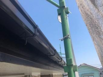 【宮崎県宮崎市】佐土原町においてFRP防水バルコニーがある住宅でコロニアル屋根を塗装しました!雨樋上塗り_1_確定