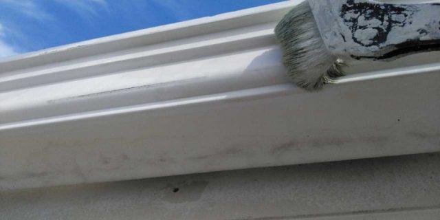 【宮崎県宮崎市】霧島にある131平方メートルある屋根の塗装をしていきます雨樋上塗り_1_確定