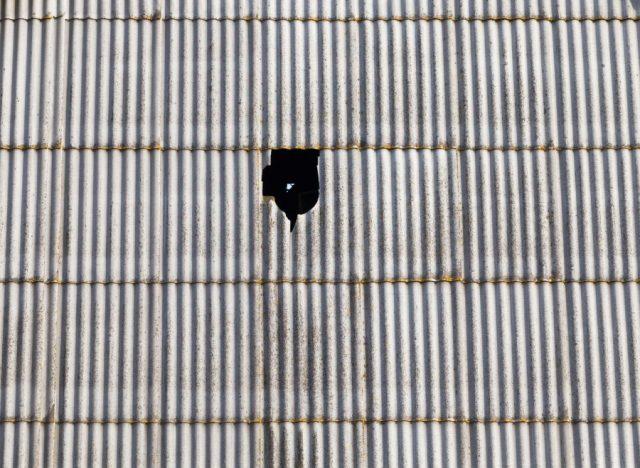 屋根穴あき状況 雨漏れ補修