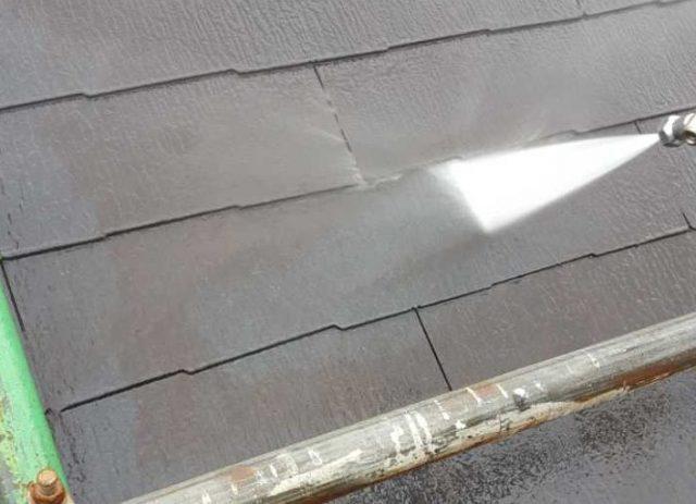 【宮崎県宮崎市】清武町にある35坪の住宅で屋根をセミフロンルーフ(スレートブラック)で塗装していきます!高圧洗浄洗い流し_1_予備2