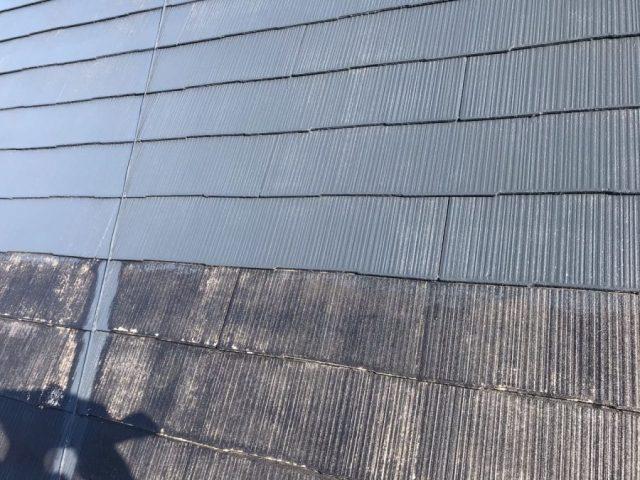【宮崎県宮崎市】薫る坂にある39坪の住宅でスレートブラックカラーのセミフロンルーフを屋根・付帯部に塗装していきます屋根中塗り