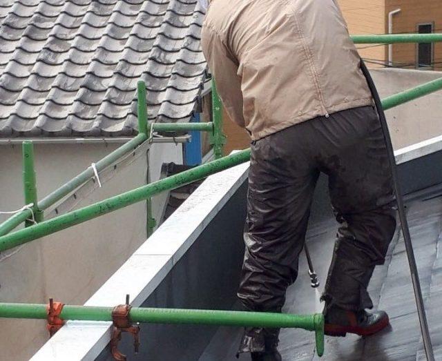 【宮崎県宮崎市】太田にある肌色の住宅で屋根塗装の下準備をおこないました!洗浄