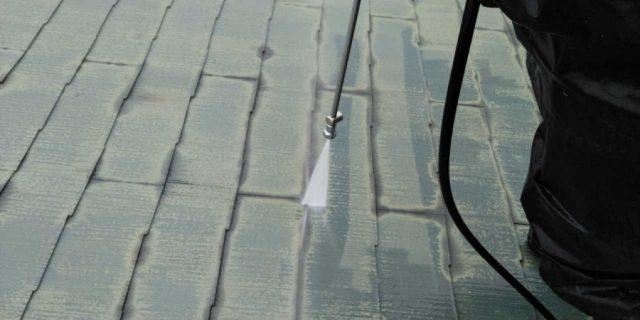 【宮崎県宮崎市】宮脇町にある住宅の106平方メートルある屋根を塗装していきます高圧洗浄洗い流し_1_確定