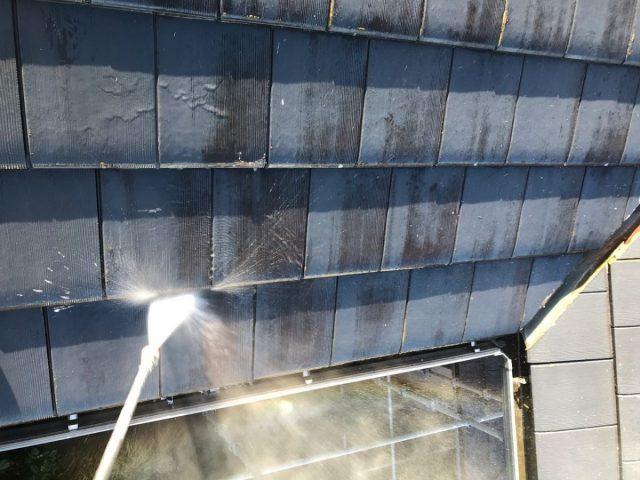 【宮崎県宮崎市】島之内にあるセメント瓦の住宅で車庫の屋根塗装をおこないました!高圧洗浄