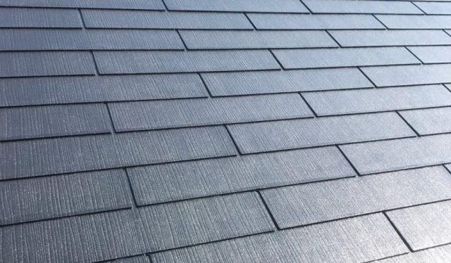 【宮崎県宮崎市】本郷にある155平方メートルの屋根があるアパートでエスケープレミアムルーフSiを使った屋根・付帯部塗装を行います屋根上塗り_1_確定
