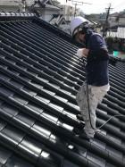 【宮崎地域】瓦屋根の住宅で屋根や付帯部の塗装を行います屋根上塗り