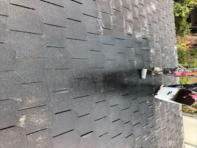 特殊エポキシ樹脂で薄型スレート瓦下塗り工事を完了_01