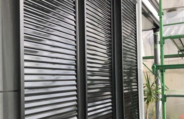 【宮崎県宮崎市】清武町加納甲にあるモニエル瓦の住宅で屋根塗装をしていきます雨戸上塗り_1_確定